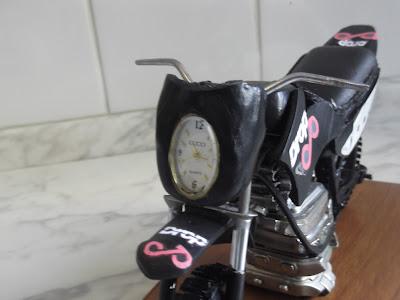 Farol Lander 250 - Miniatura feita com peça de relógio