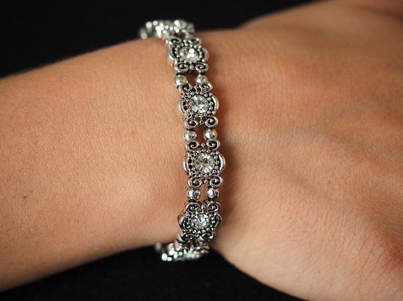 bracelet-type-bangle