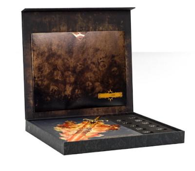 Detalle de la caja de edición limitada del Battletome Everchosen y sus extras