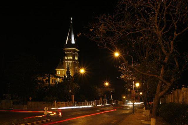 Catedral de Da Lat de noche