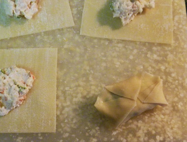 Crab Rangoon triangle fold