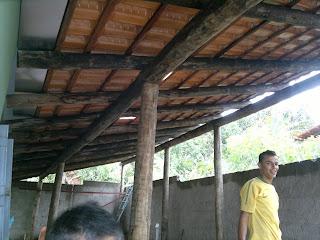 Telhado colonial com madeira de eucalipto