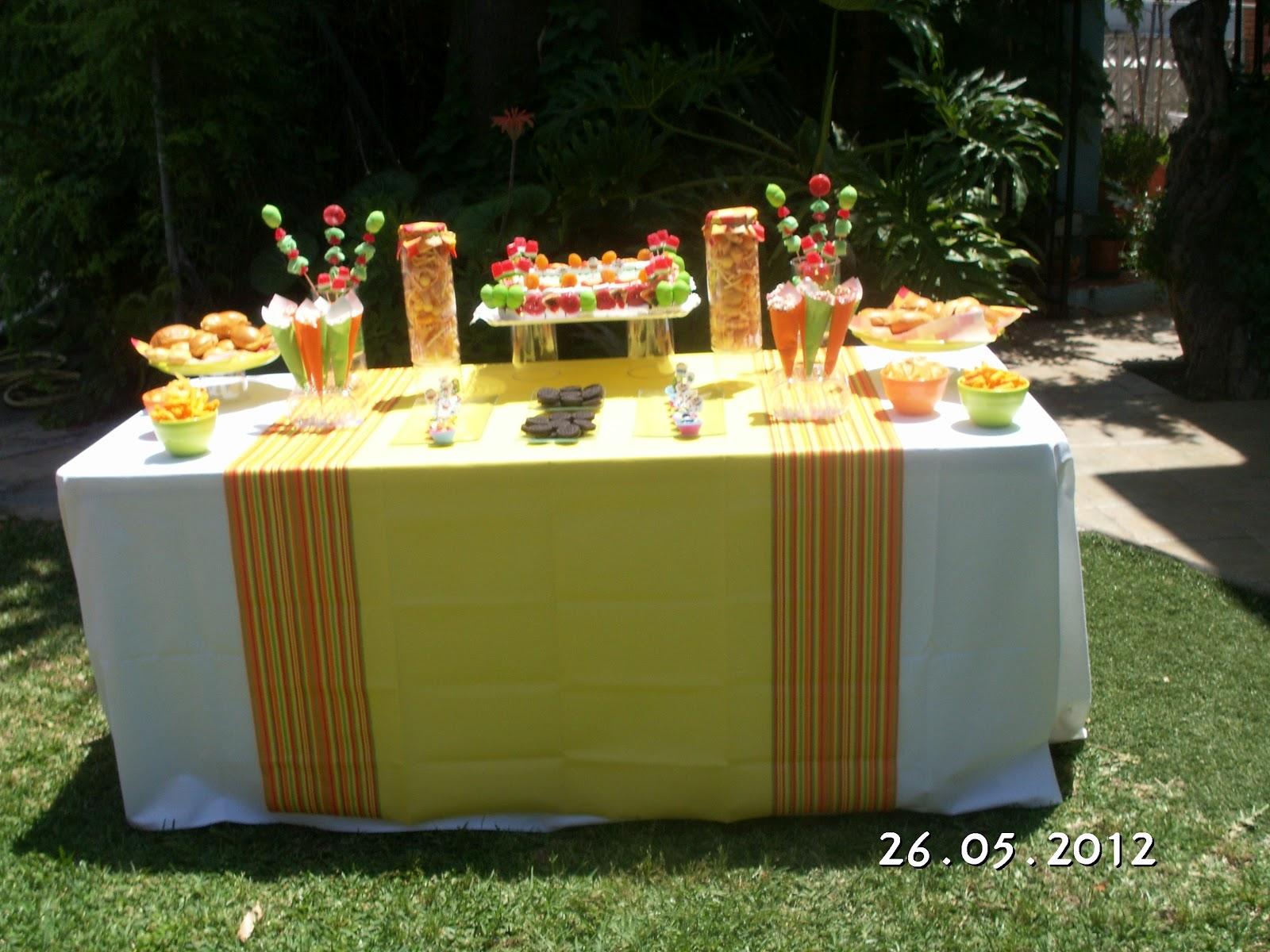 Fiestas con encanto merienda de cumplea os un buffet de chuches sencillo - Decoracion buffet ...