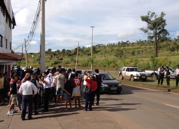 Moradores de São Sebastião fazem protesto contra transporte público