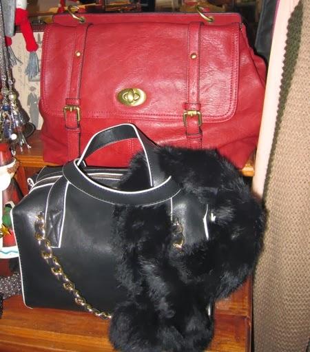 Bolsos rojo y negro-blanco con cuello piel