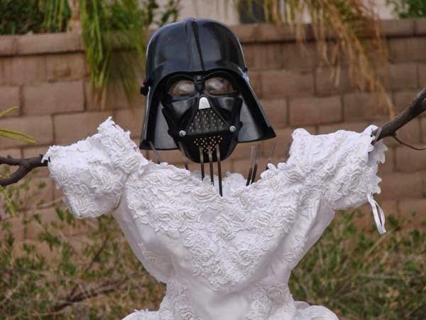 hombre se venga con el vestido de novia