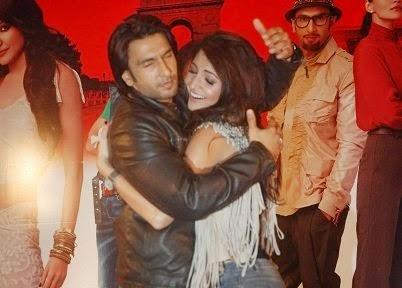 Ranveer Singh Hugging Anushka Sharma very tightly in public unseen rare pics