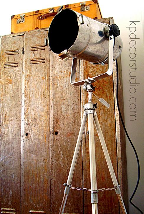Kp decor studio lampara de pie industrial con foco de cine vintage industrial floor lamp - Lampara de pie vintage ...