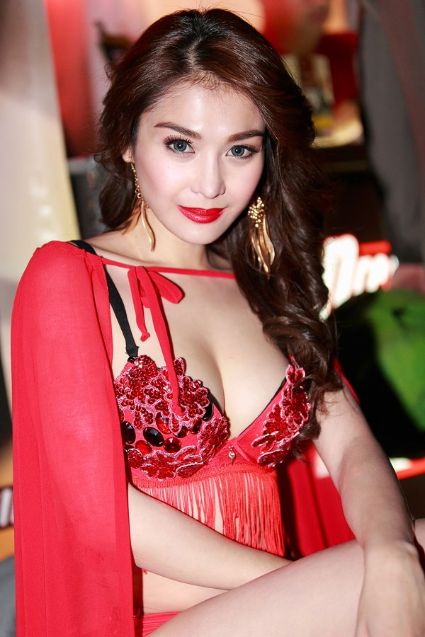 bianca peralta fhm halloween ball 01