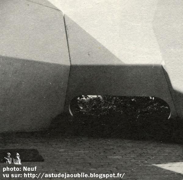 Do-Bausystem - Maison de vacances plastique.  Conception: Polyteam: Jean-Claude Ventalon, Ana Sklenar - Université de Stuttgart.  Fabrication: Fibron, Bretten, Allemagne.   Création: 1970 - 1971