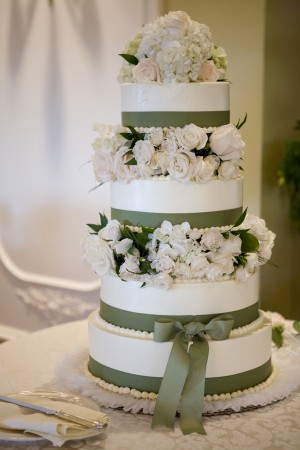 ribbon decorated wedding cake