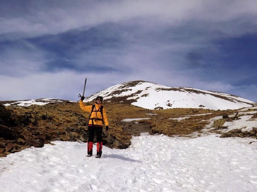 Vistas al Puigmal desde la cima del Borrut en invierno.