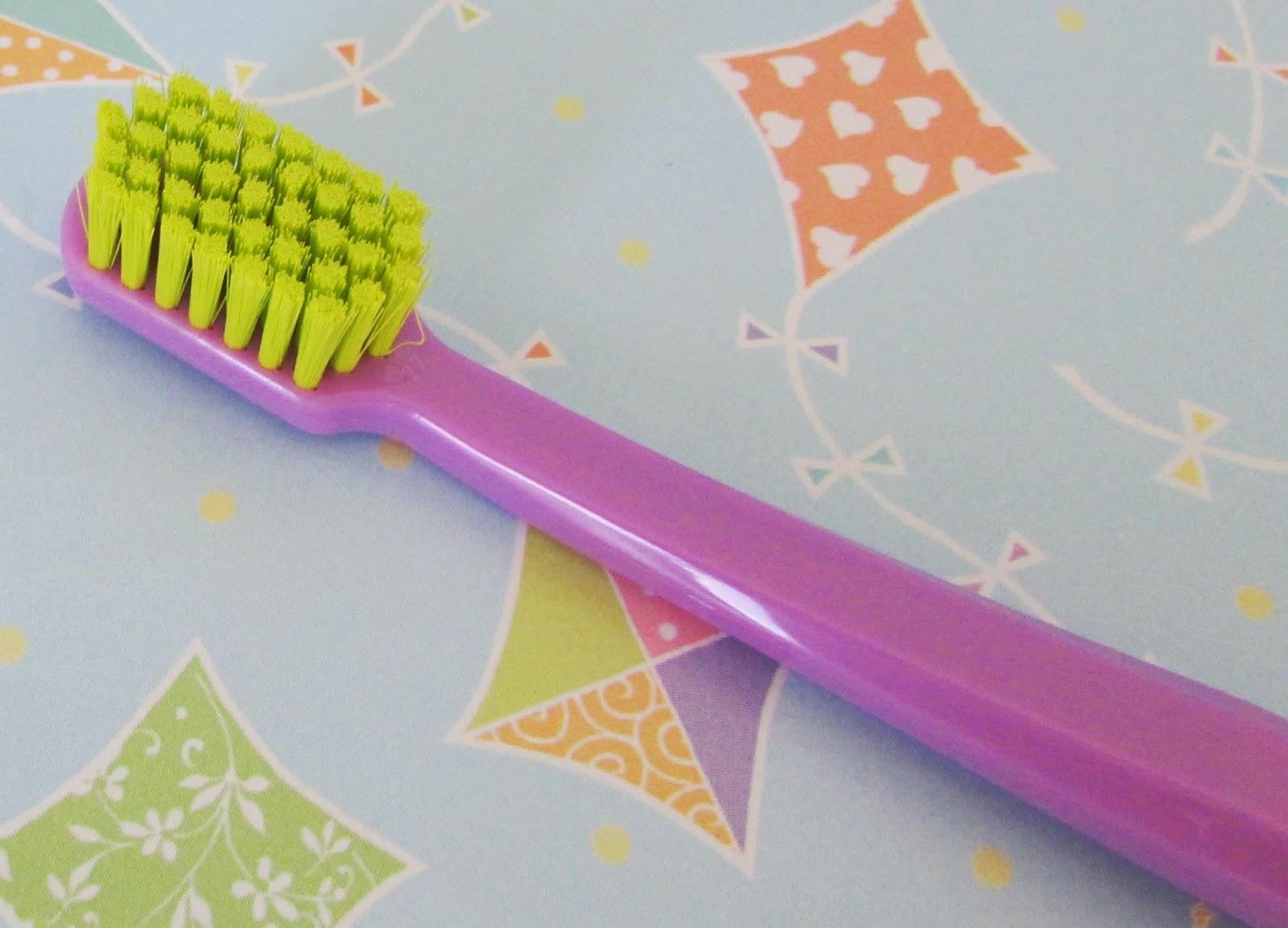 Curaprox, recomendada por dentistas, escova de dente