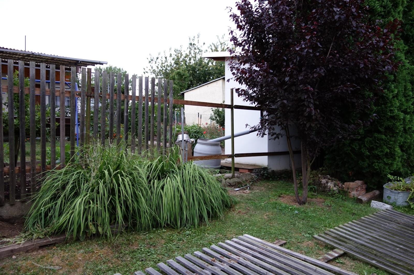 villa hildegard eine drei meter hohe mauer w re auch sch n. Black Bedroom Furniture Sets. Home Design Ideas