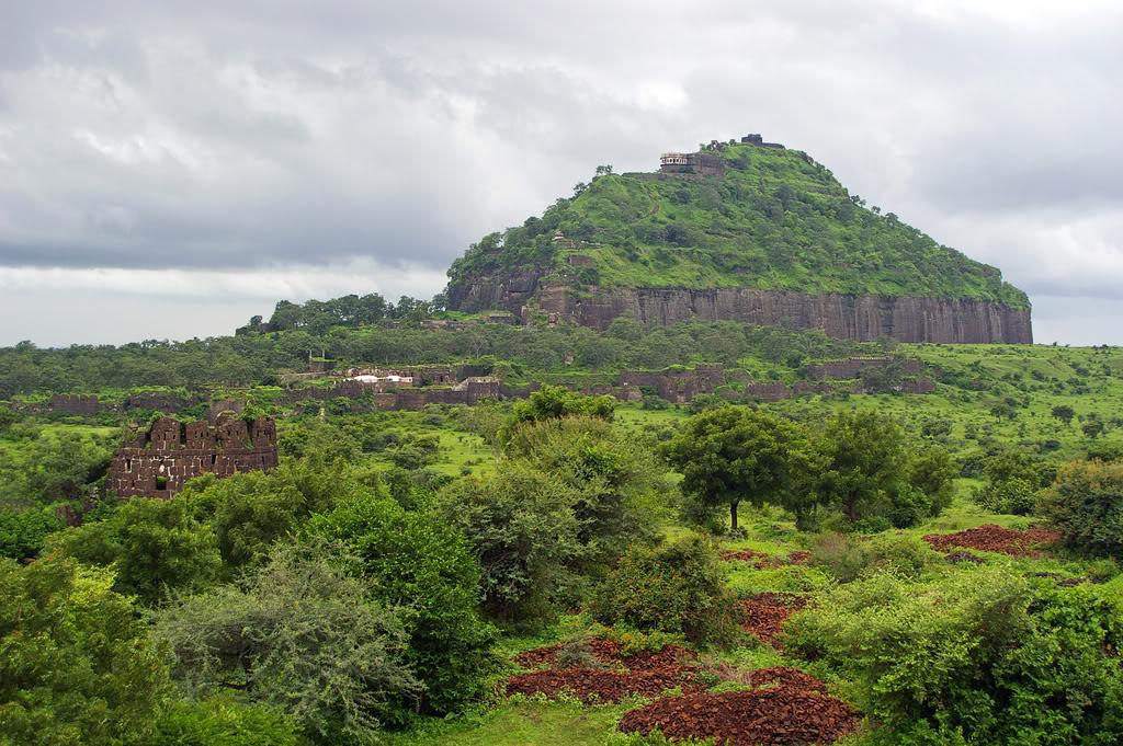 Daulatabad+Fort,+Aurangabad,+Maharashtra.jpg