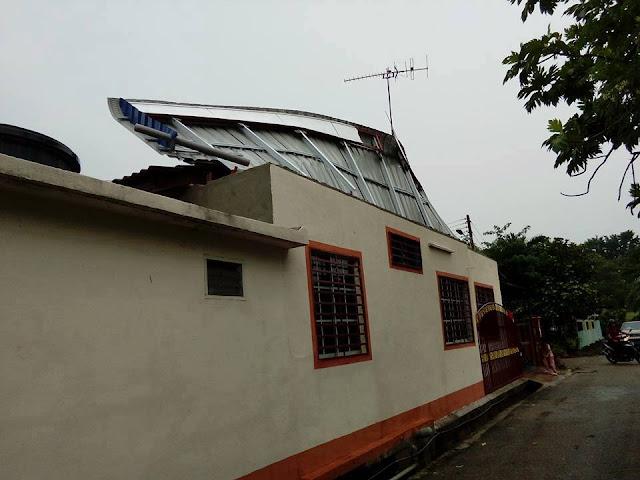 bumbung rumah ditiup angin