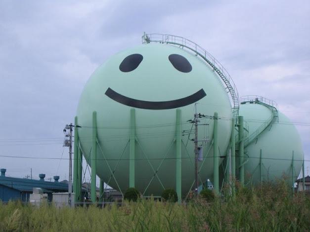 صور لأطرف خزانات الغاز المزينة والمزخرقة باليابان