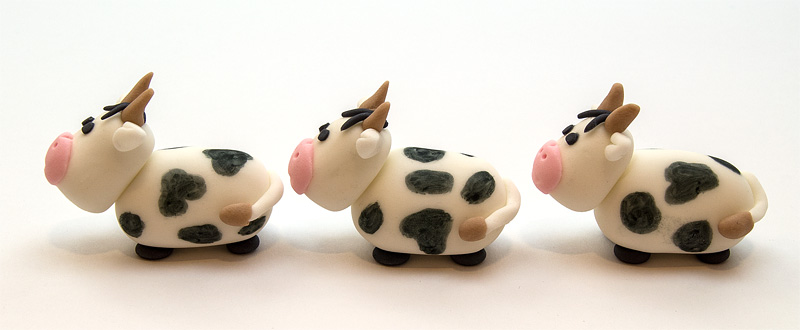 Cow fondant figurines side