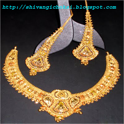 shivangi choksi gold neckless