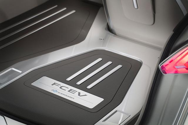 Nissan TeRRA SUV Concept 2012 detail