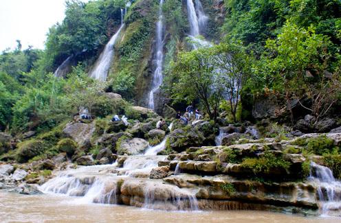 Objek Wisata Air Terjun Sri Gethuk di Gunungkidul Menakjubkan