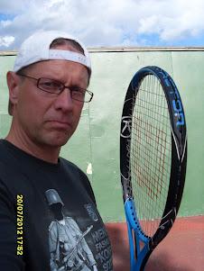 Tennisvalmentaja Olavi Lehto sähköisen sopimuksen mukaan eri tenniskentillä