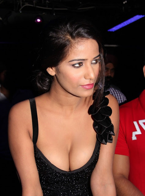 poonam pandey hot nasha promotion