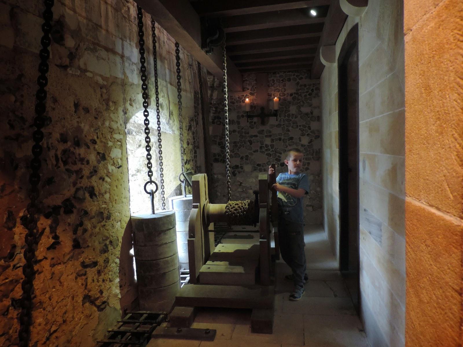 arundel castle gatehouse defences