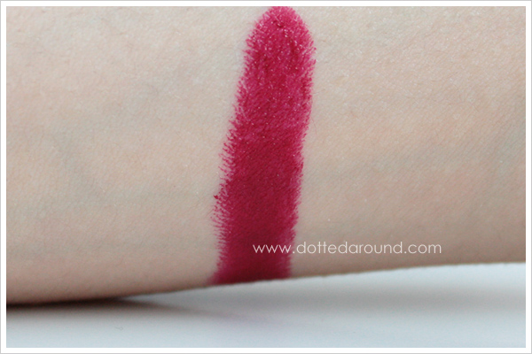 MAC Runaway Red lipstick swatch rossetto
