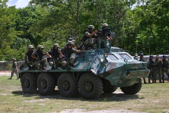 BTR- 70  Anfibio Infanteria de Marina México - Página 3 Richardson+Photo2