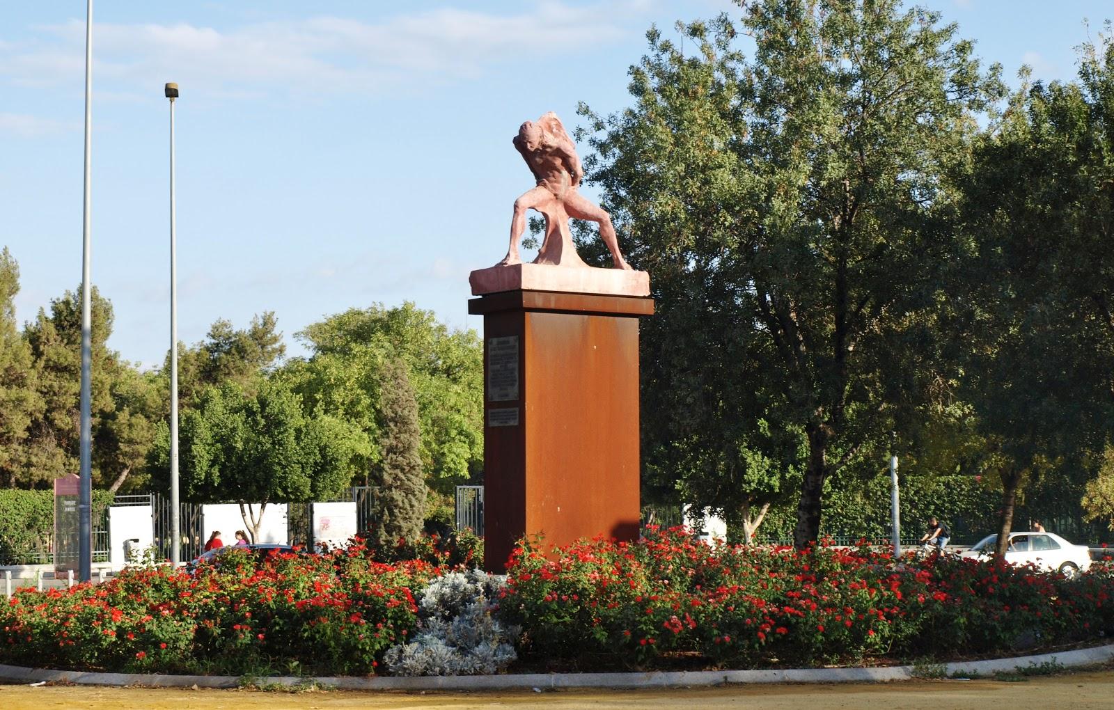 Sevilla Daily Photo: Glorieta 1º de Mayo