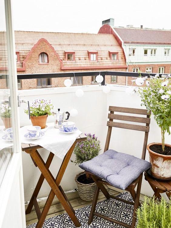 { Sul balcone: giardini per piccoli spazi }