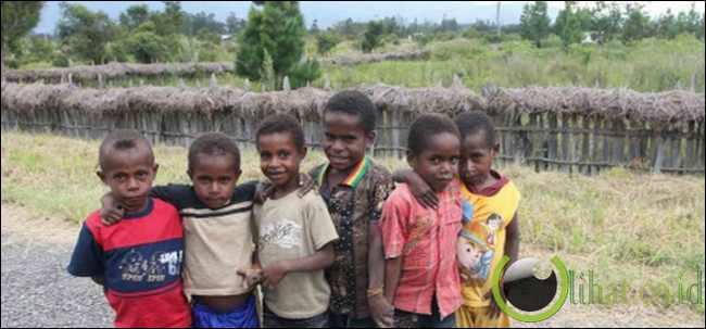 Tak peduli kesehatan dan pendidikan Papua