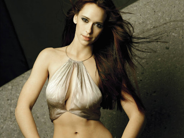Jennifer Love-Hewitt Photo Gallery