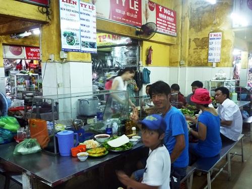 旅人向けでないローカル食堂・リアルなベトナム料理