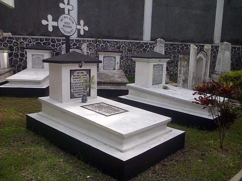 makam Johannes 'Pa' van Der Steur di Kerkhoof Magelang