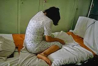 Suami nafsu binatang paksa isteri lakukan seks dengan mat bangla