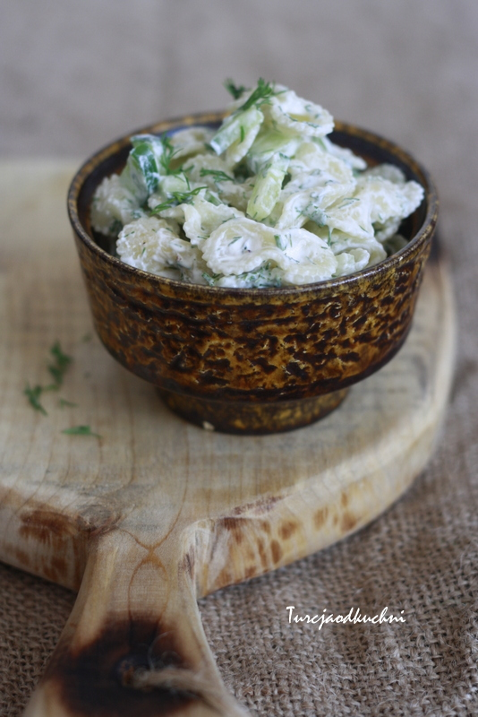 Salatka z ogorkiem i makaronem