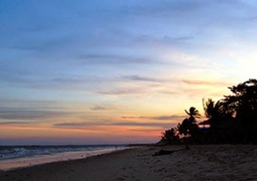 Pesona Objek Wisata Pantai Manggar Segara Sari