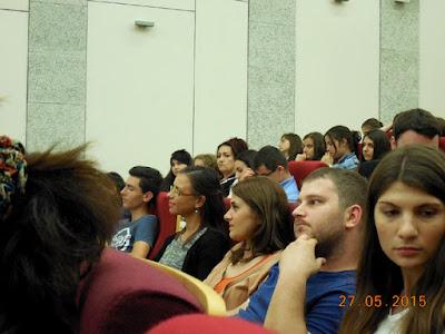intrebari din public