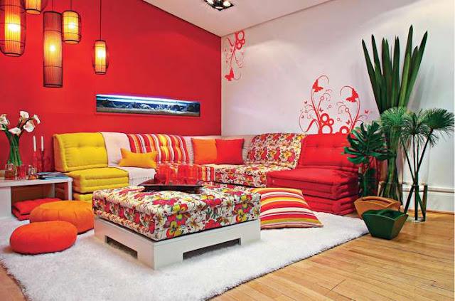 Sofá em L com cores e estampas diferentes