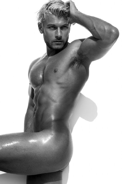 Daniel+Garofali+nudo