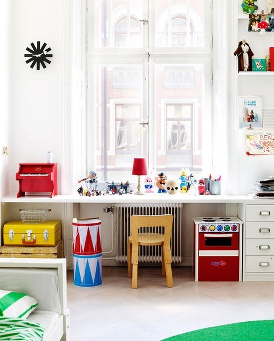 Belle maison kids spaces playroom workroom inspiration for Kids play area in living room ideas