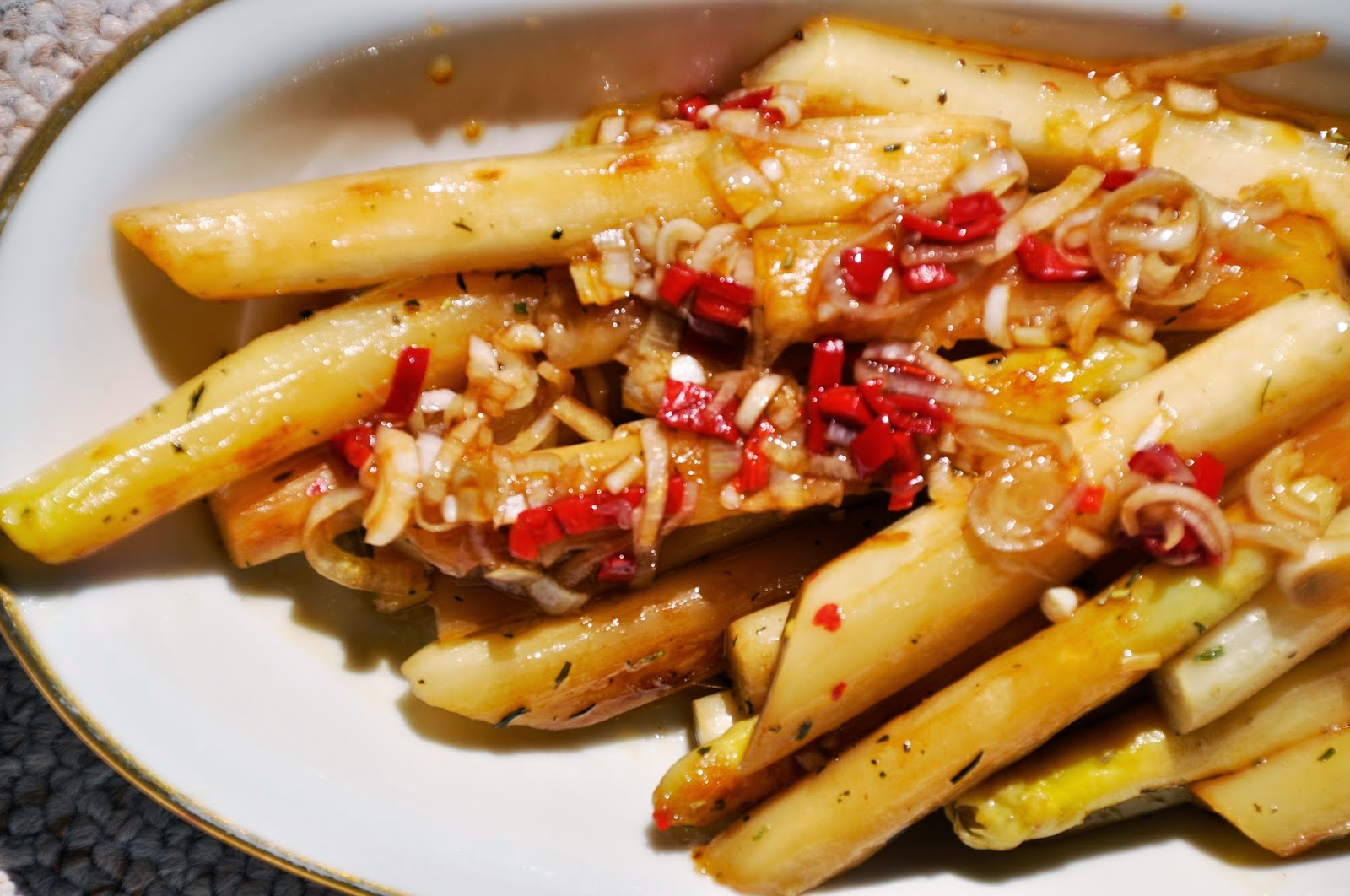 Szybko Tanio Smacznie - Sałatka z grillowanych szparagów