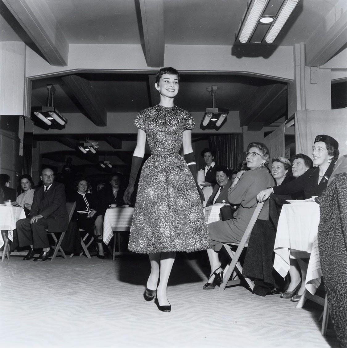 Audrey Hepburn Funny Face Wedding Dress 72 Superb Audrey Hepburn modeling during