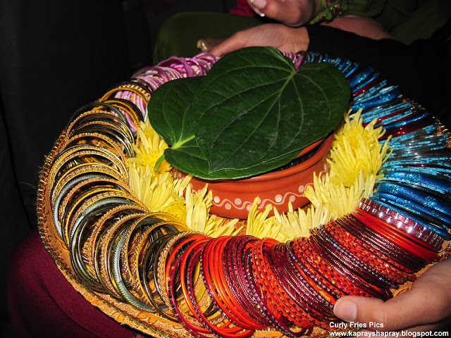 Mehndi Night Ceremony : Curly fries mehndi nights thaals