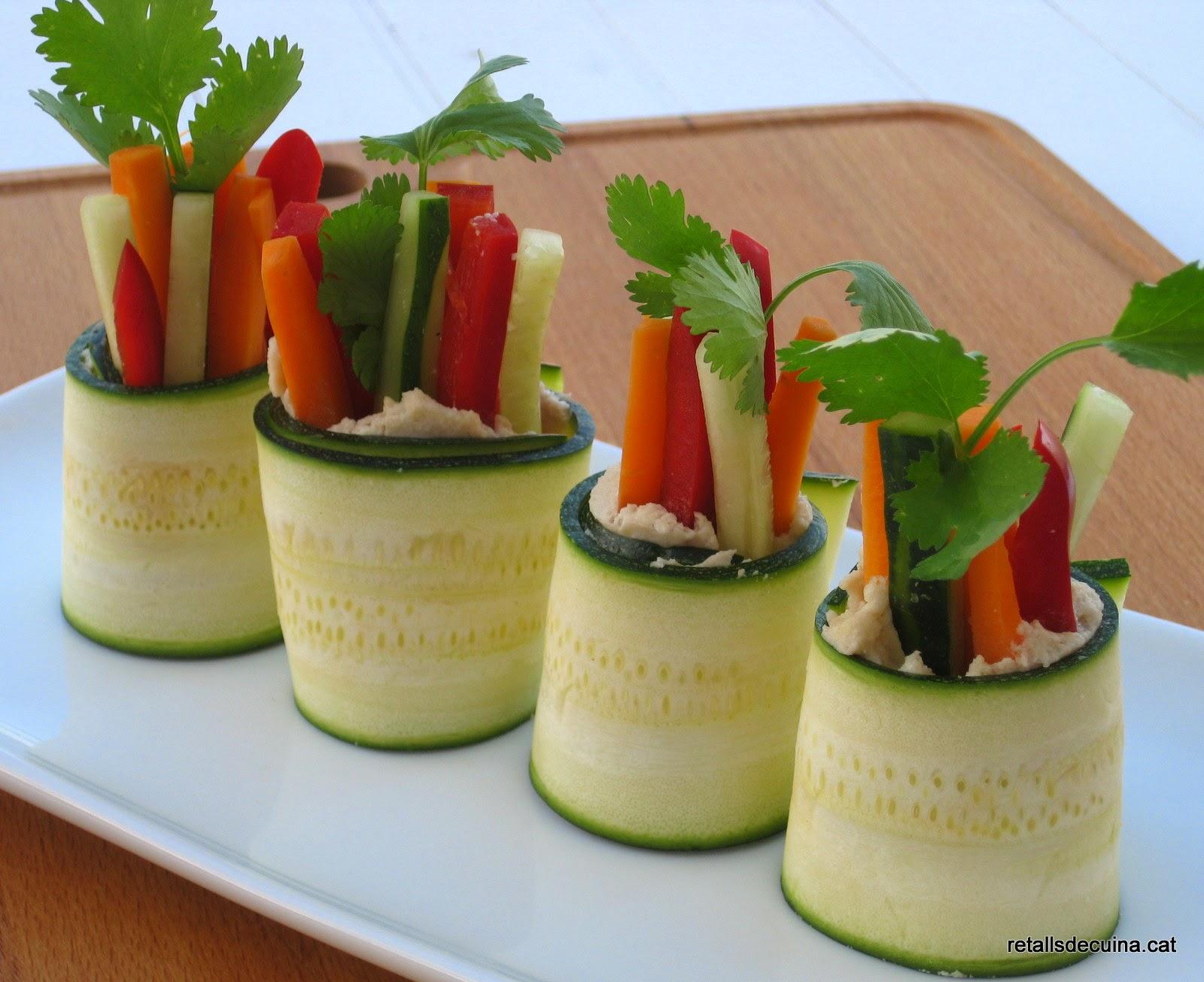 Rotlles de carbassó i hortalisses Raw