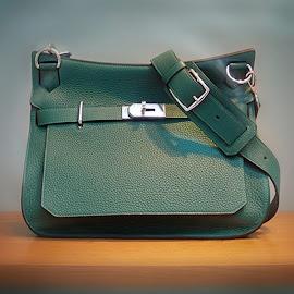 Hermès Jypsière Unisex shoulder bag.