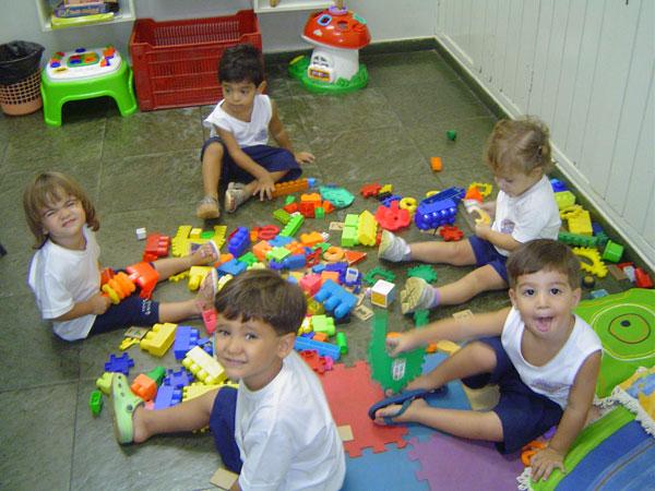 Qual o papel da escola Na formação de crianças com idade entre zero e seis anos?