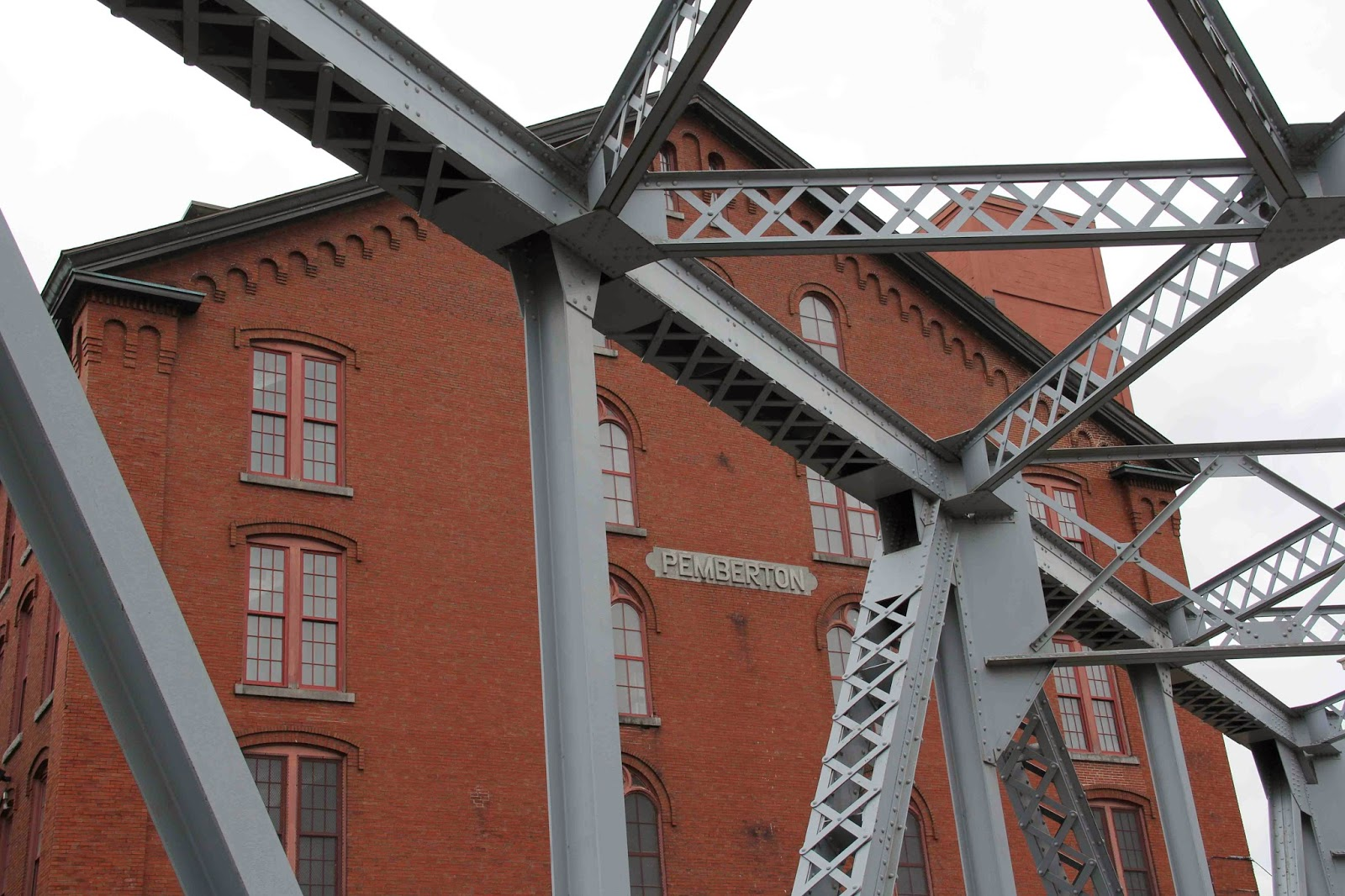 a visit to the boott cotton mill Hi there, welcome to the waterfront lofts at boott cotton mills our building experts are standing by to answer any questions or schedule a property tour.